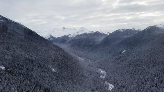 In the silence between peaks