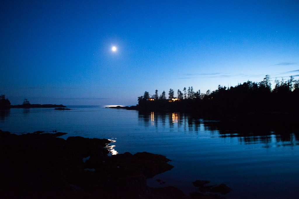 Moonset, Reef Point, Ucluelet, British Columbia, Canada