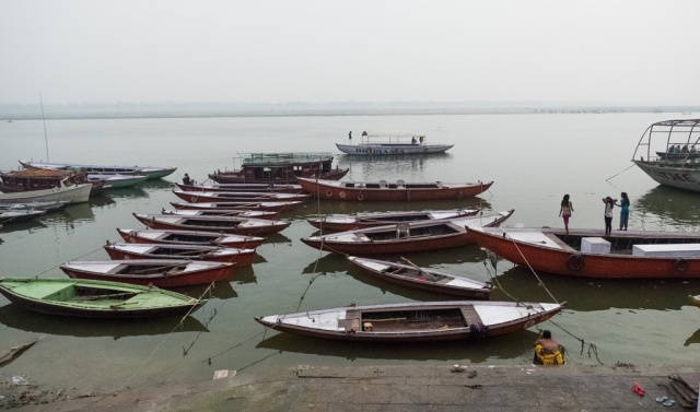 Mother and Daughters, The Ganges River (Ganga), Varanasi, Uttar Pradesh, India