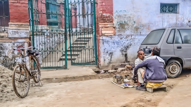 Roadside Shave, On the road to Lal Bahadur Shastri International Airport, Varanasi, Uttar Pradesh, India