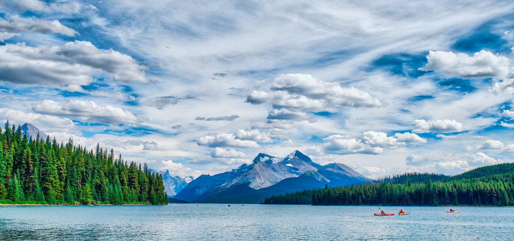 Maligne Lake, Queen Elyzabeth Ranges, Jasper National Park, Alberta, Canada