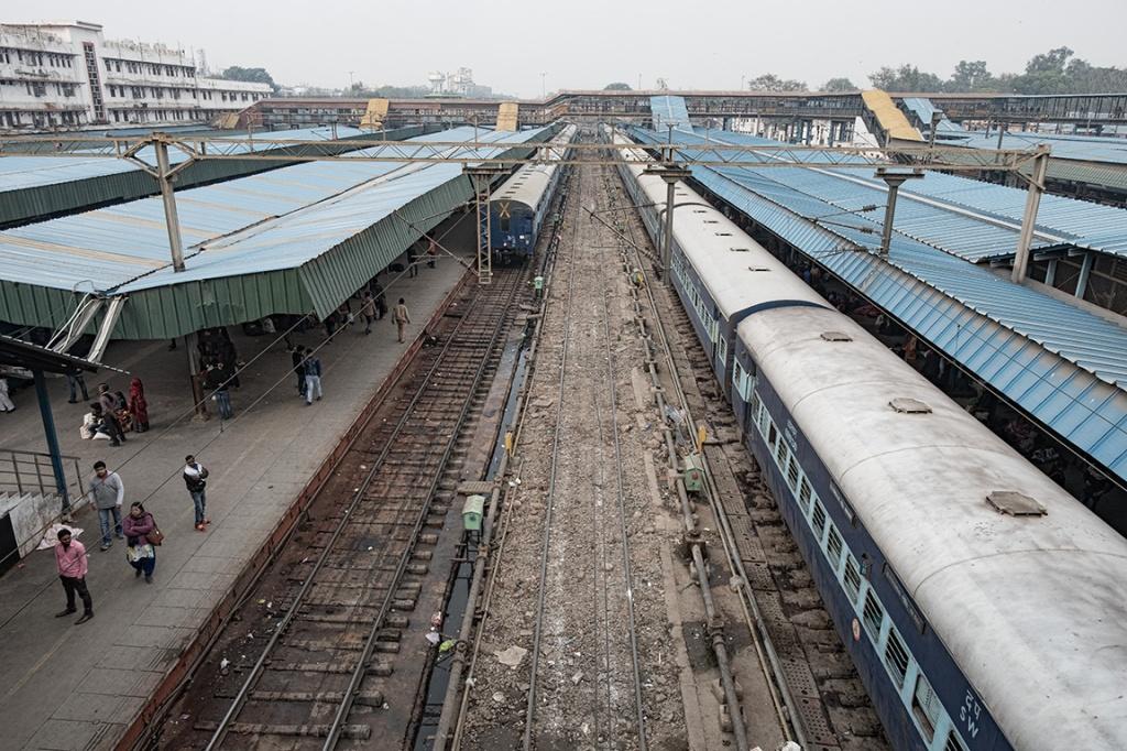 Dull greys, New Delhi Rail Station, New Delhi, India