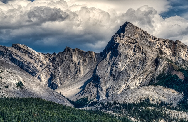 rocky mountain peaks, maligne valley, jasper national park, alberta, canada
