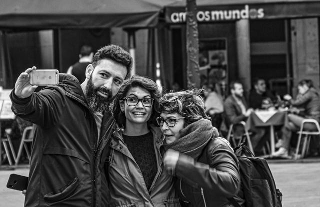 amigos mundos, Plaça Reial, Barcelona, Catalonia, Spain