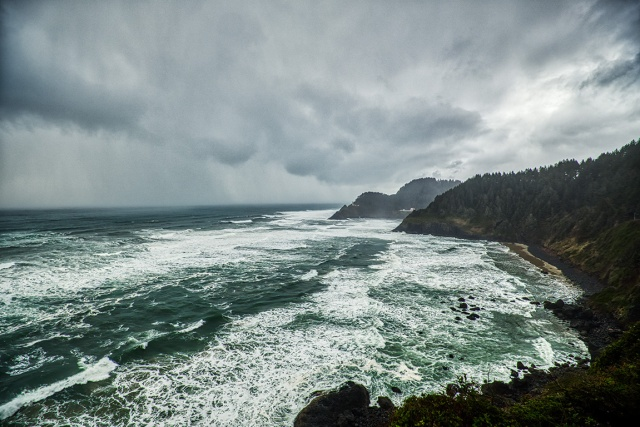 Battle, Oregon Coast Highway, South of Cannon Beach, Oregon, United States of America