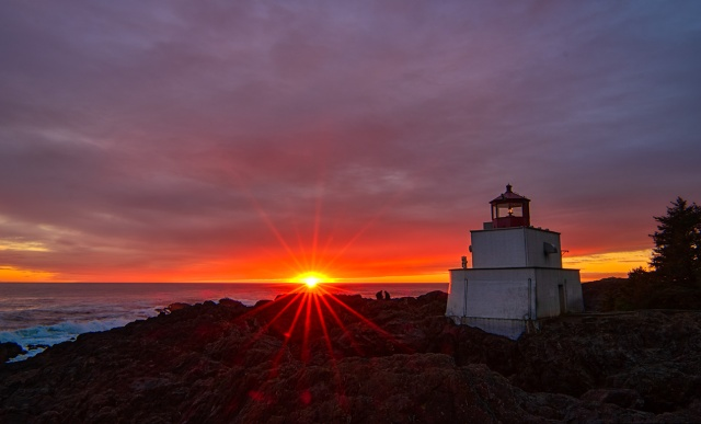 Sunset Lovers, Amphitrite Point Lighthouse, Wild Pacific Trail, Ucluelet, Vancouver Island, British Columbia, Canada