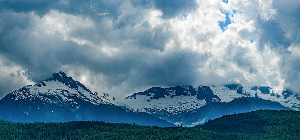 Tantalus Cloud Race, Tantalus Mountain Range, Sea to Sky Highway, British Columbia, Canada